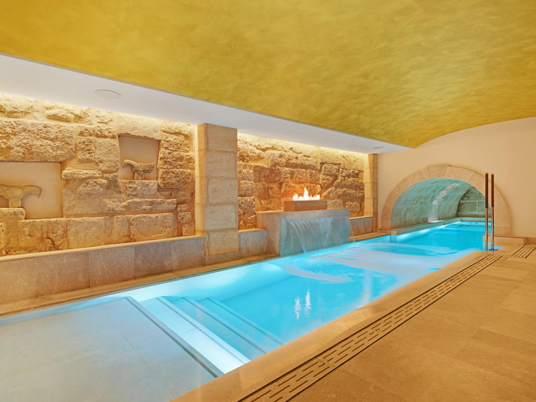Spa pool with vaulted ceiling