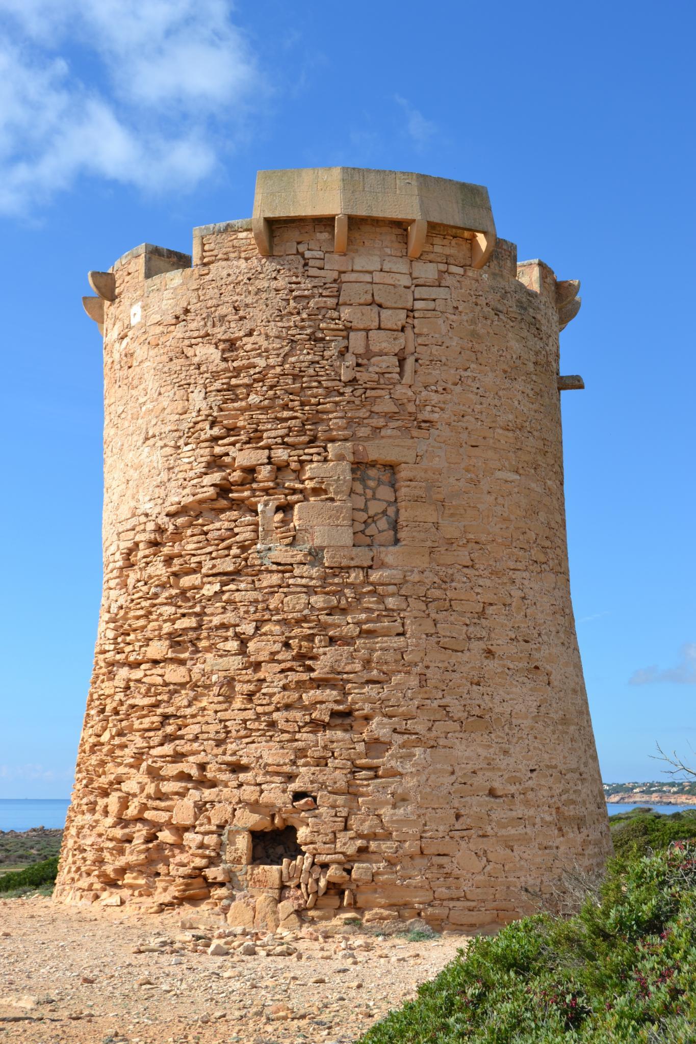 LLUCMAJOR. PATRIMONIO. Denuncian que la torre d es¿Estalella sufre una «intervención ilegal».