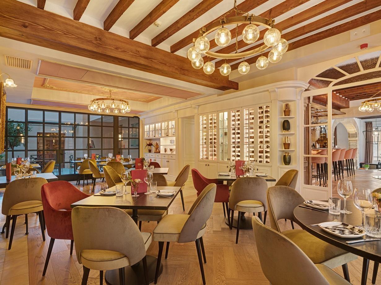 The restaurant at Hotel Gloria de Sant Jaume