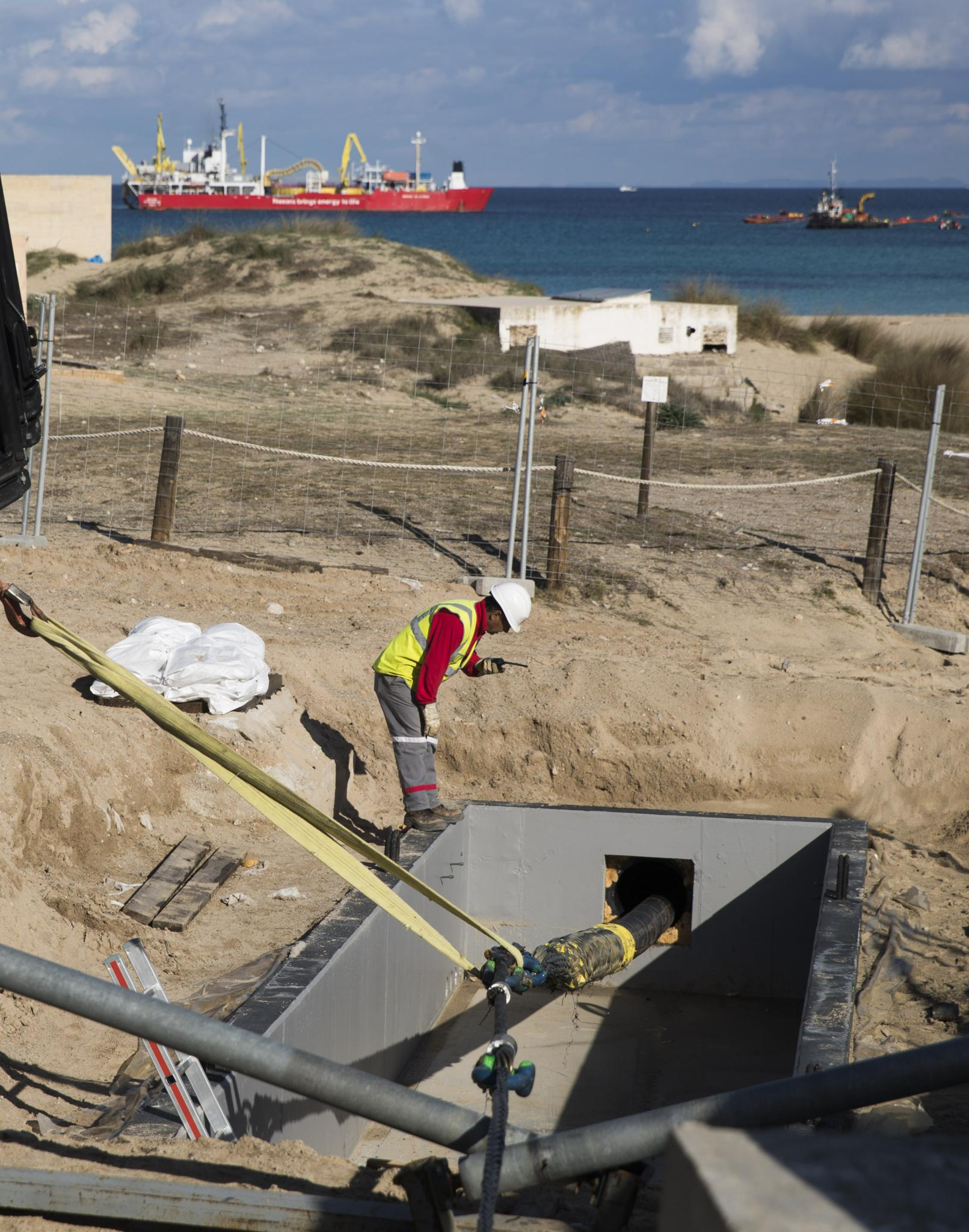 Installation of the 41 km electric cable between Minorca and Majorca