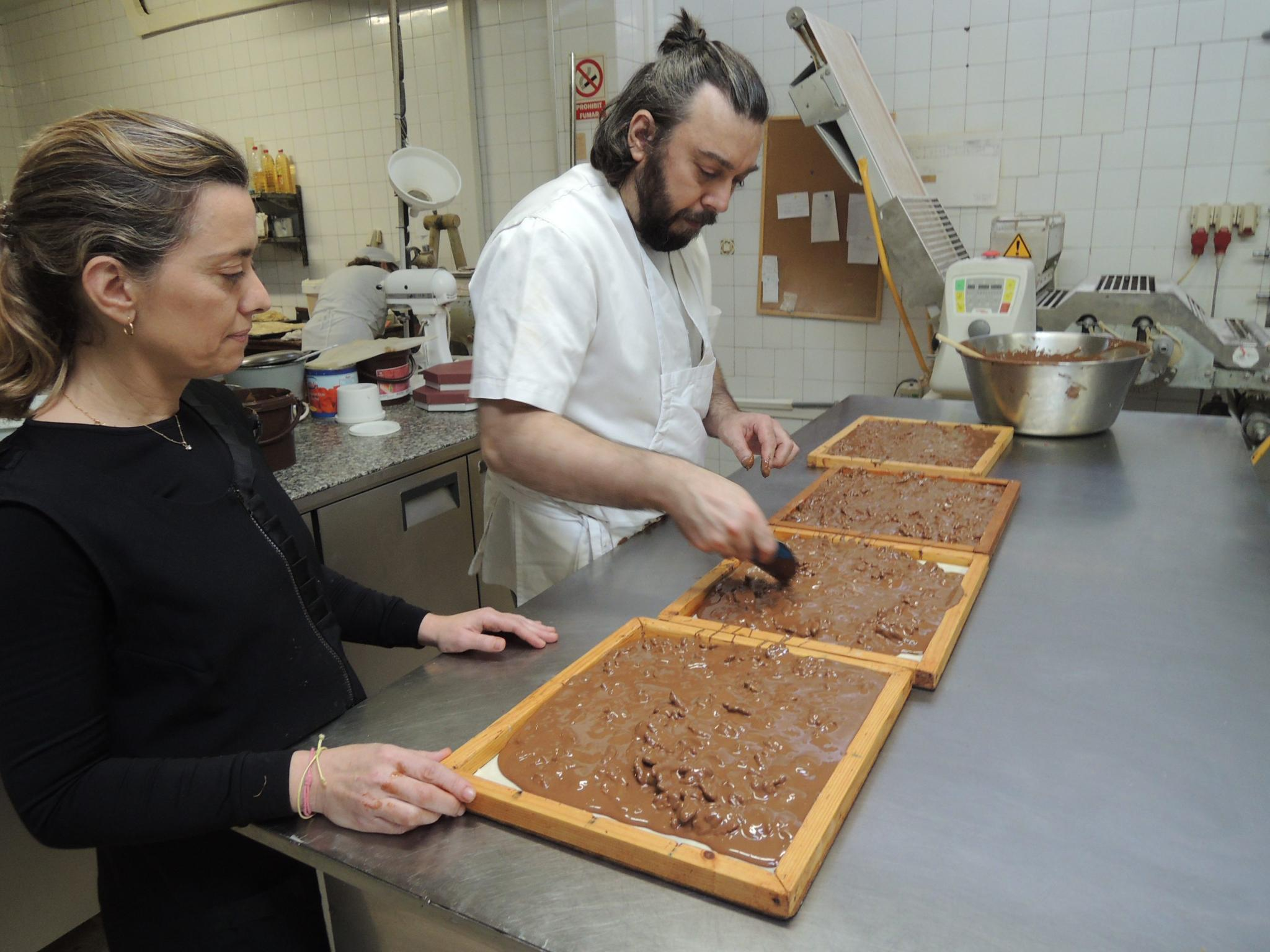 Young professional pastry chefs from Majorca are currently working hard on the production of new nougats with a classic cut
