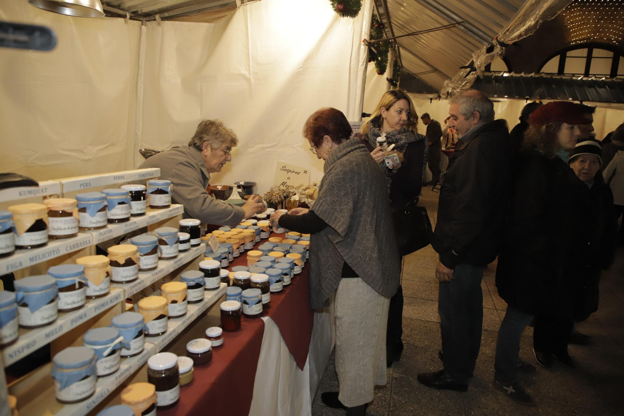 A whole range of irresistible, mouth-watering delicacies like nougat, pastries, sweets, marzipans and jams on offer.y belenes.