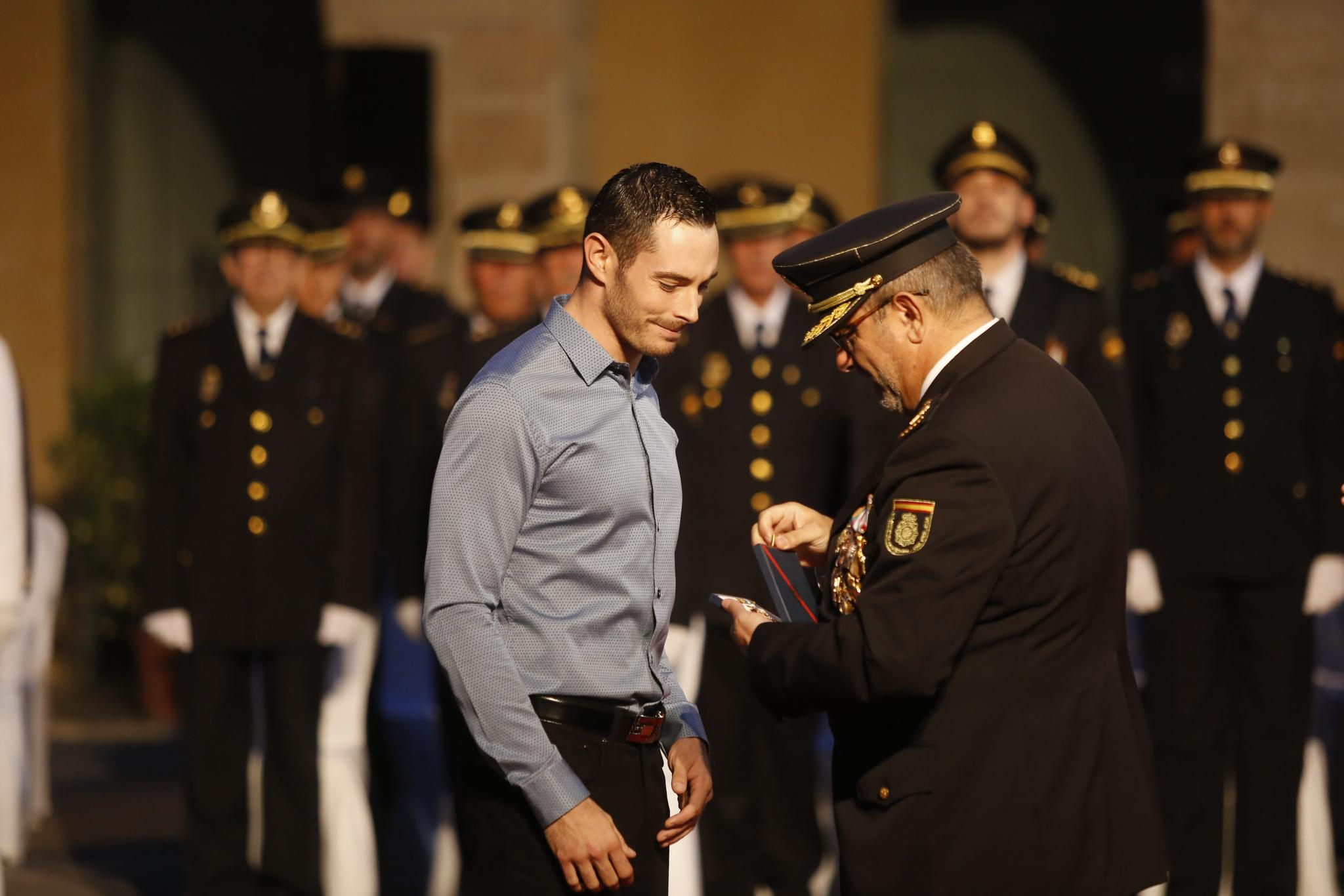 José Mota Barea's son, who in October 2015 received a police merit medal on behalf of his father.