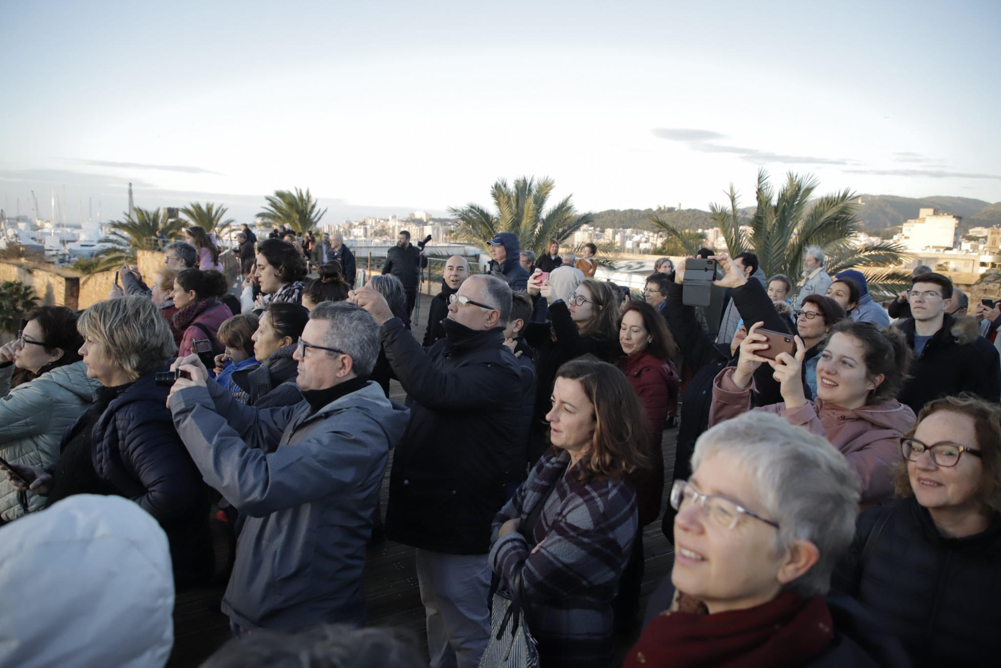 People waiting at Es Baluard