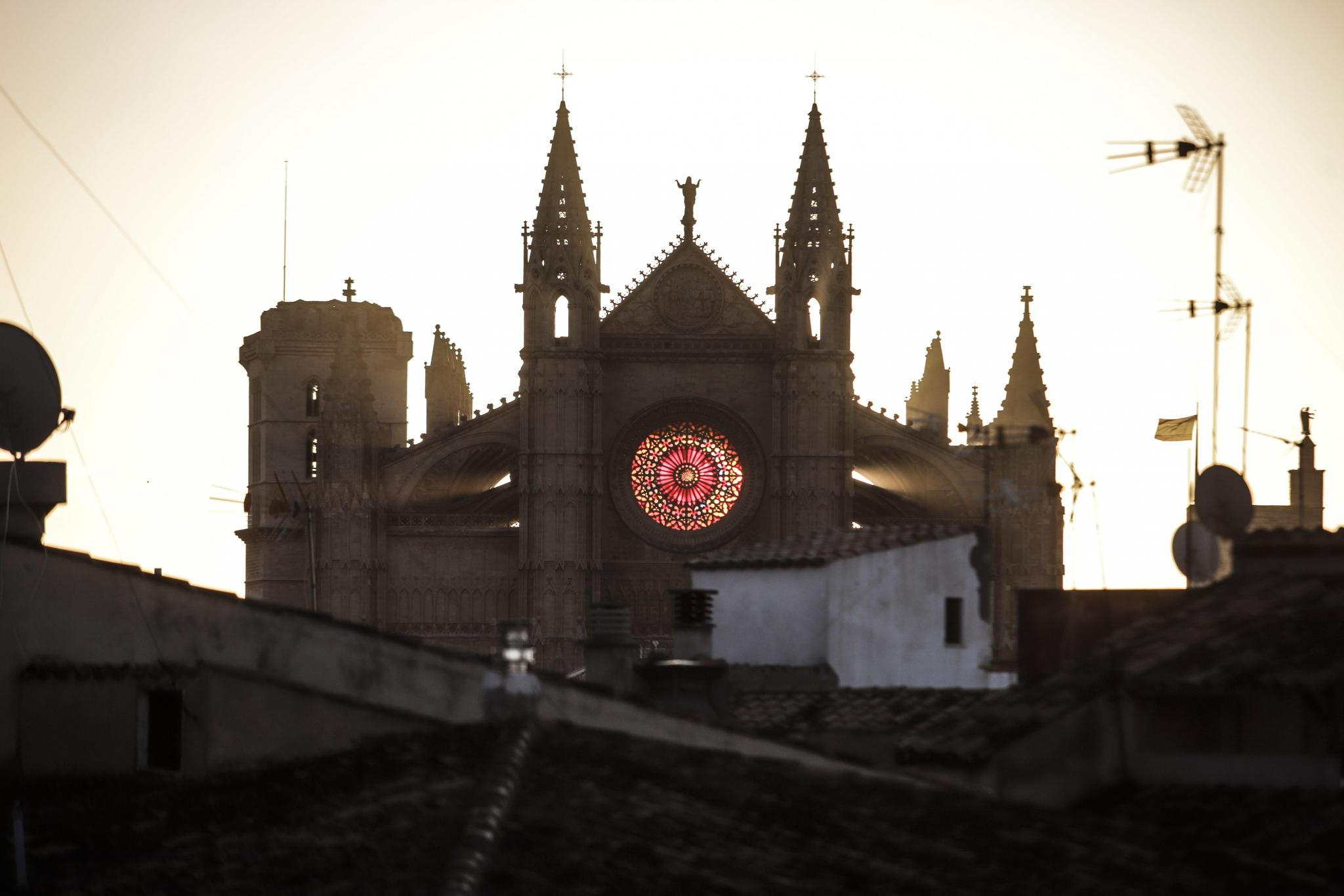 The winter solstice sun in alignment with the rose window