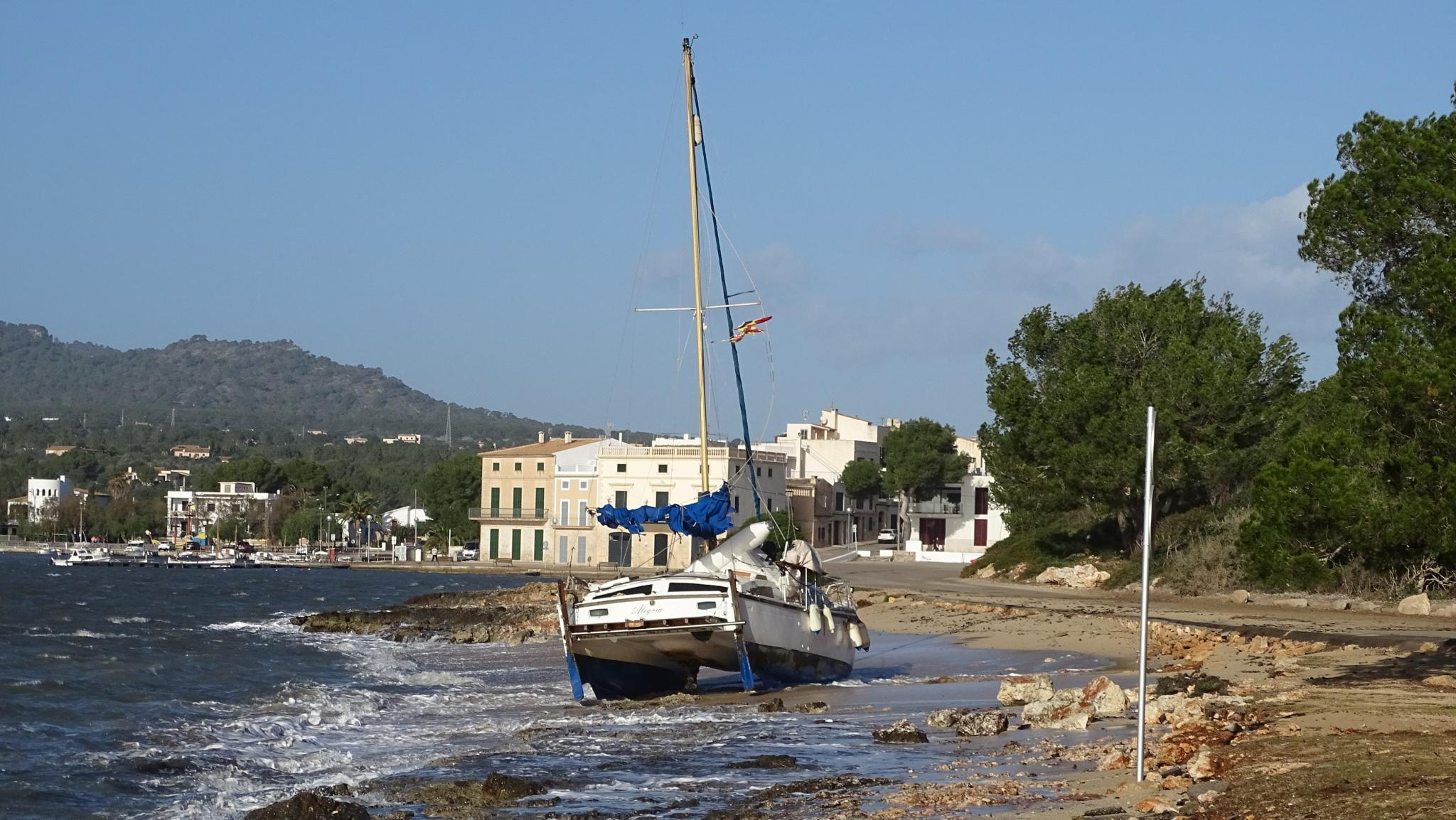 Boats aground in Portocolom