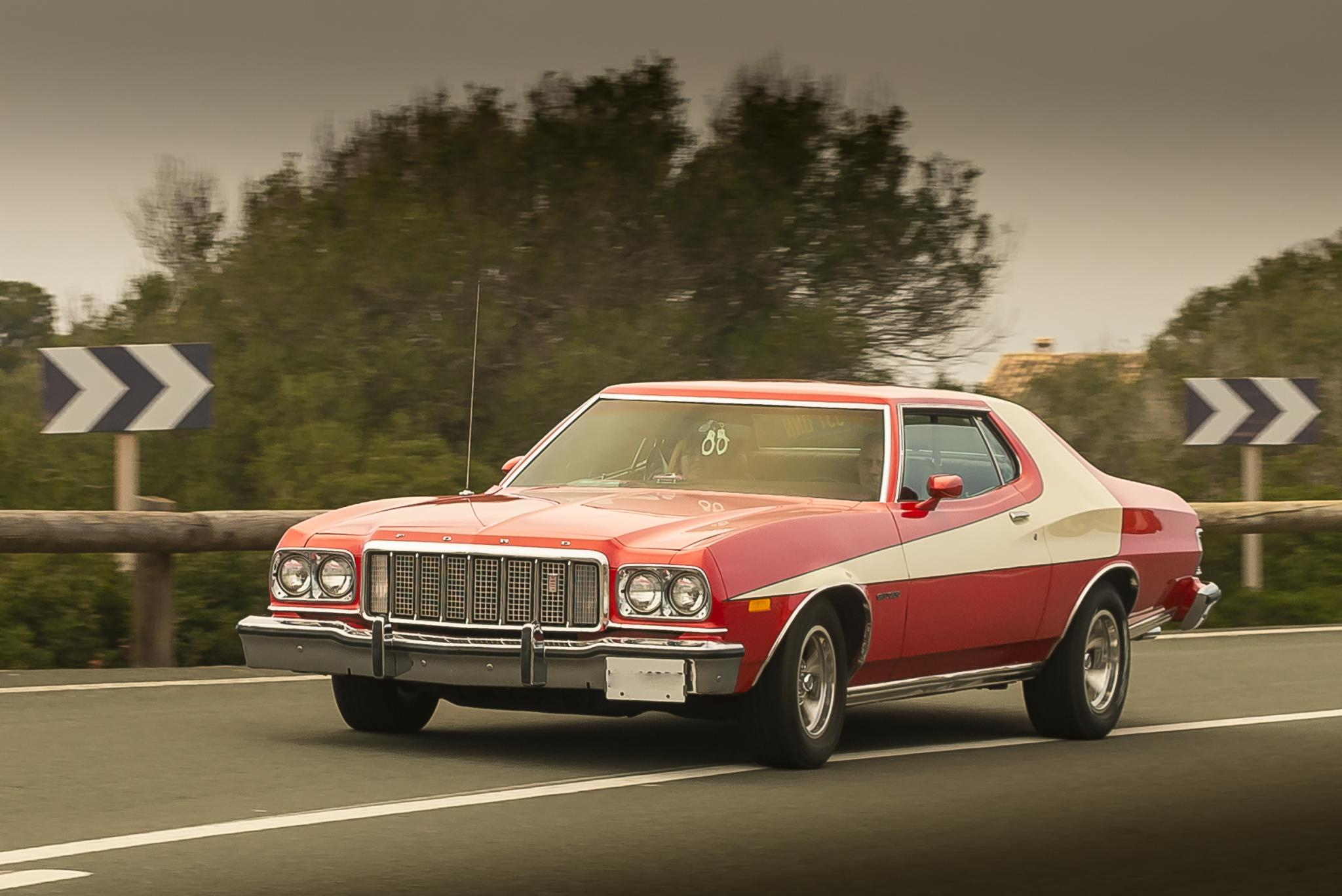 With so many presents to deliver, Starski & Hutch are sometimes roped in. Ford Torino in a hurry