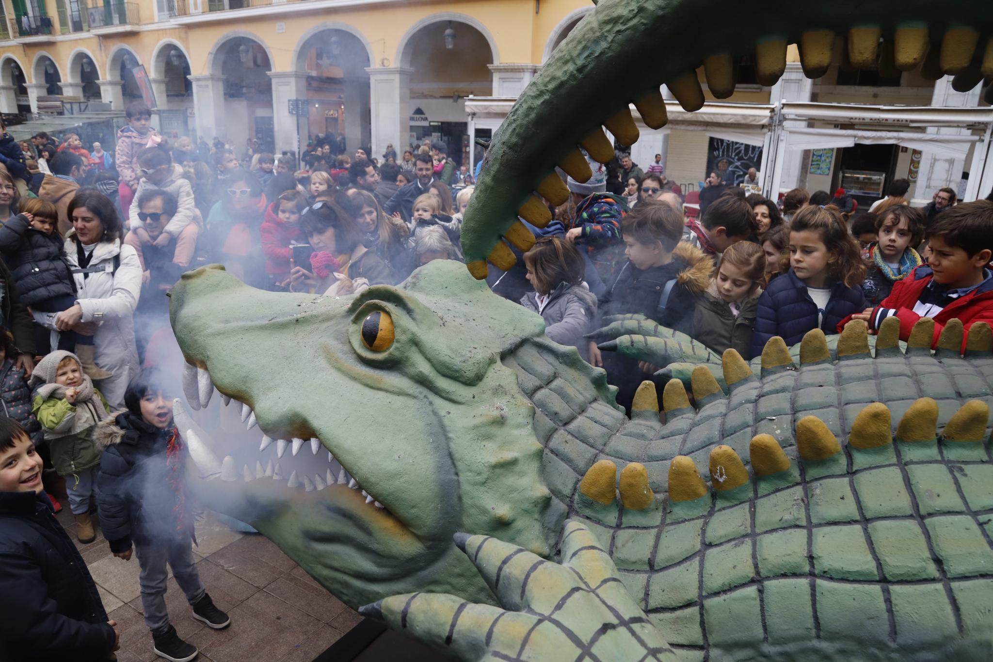 The awakening of the Drac de na Coca for the Sant Sebastia fiestas