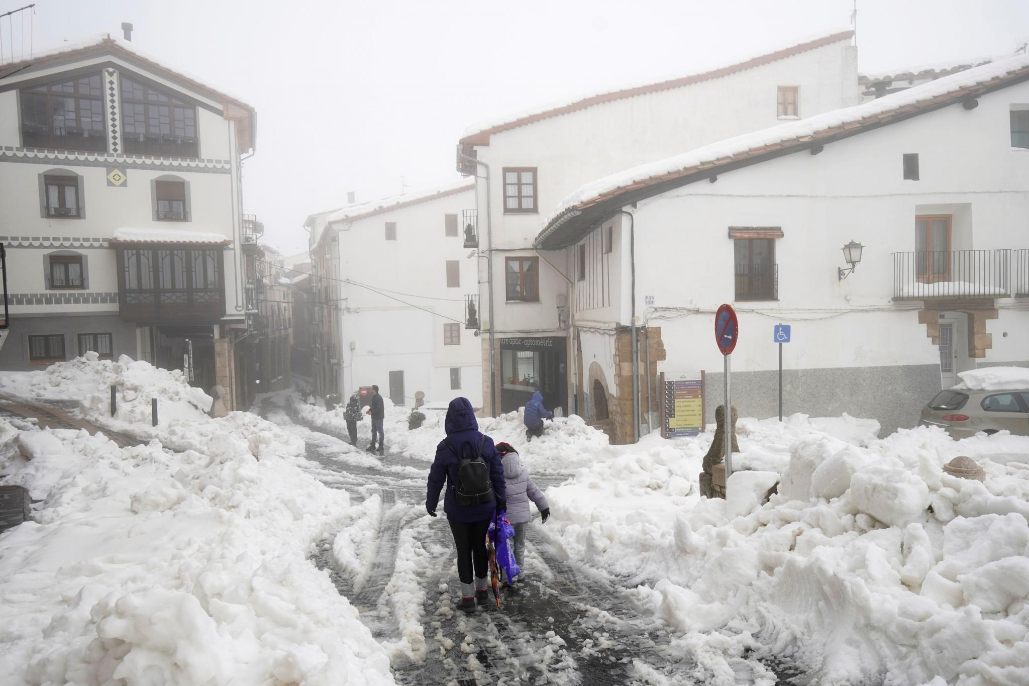 "People walk during the storm ""Gloria"" in Morella"