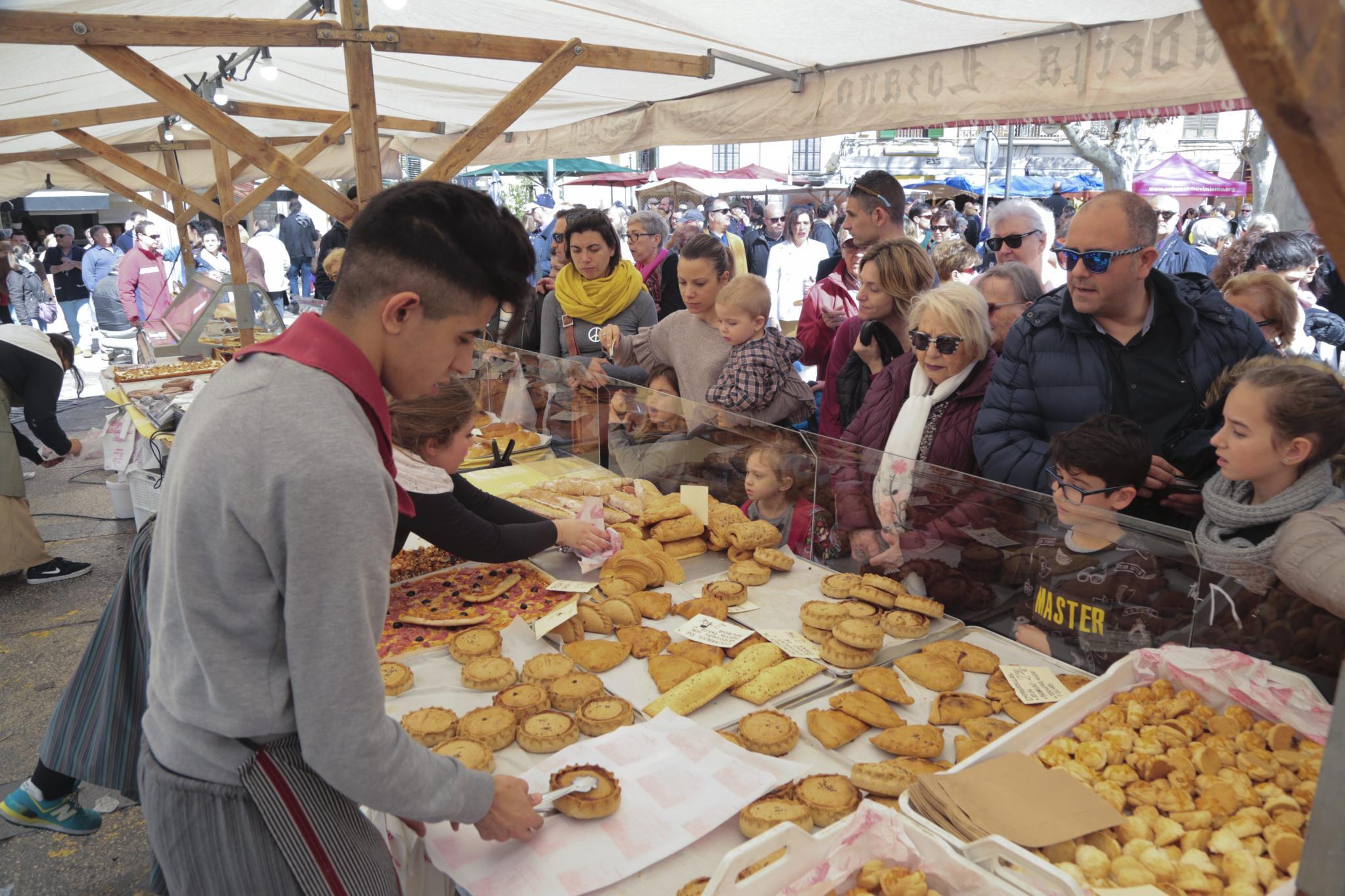 Miles de personas participaron en Palma en los actos organizados el Dia de les Illes Balears.
