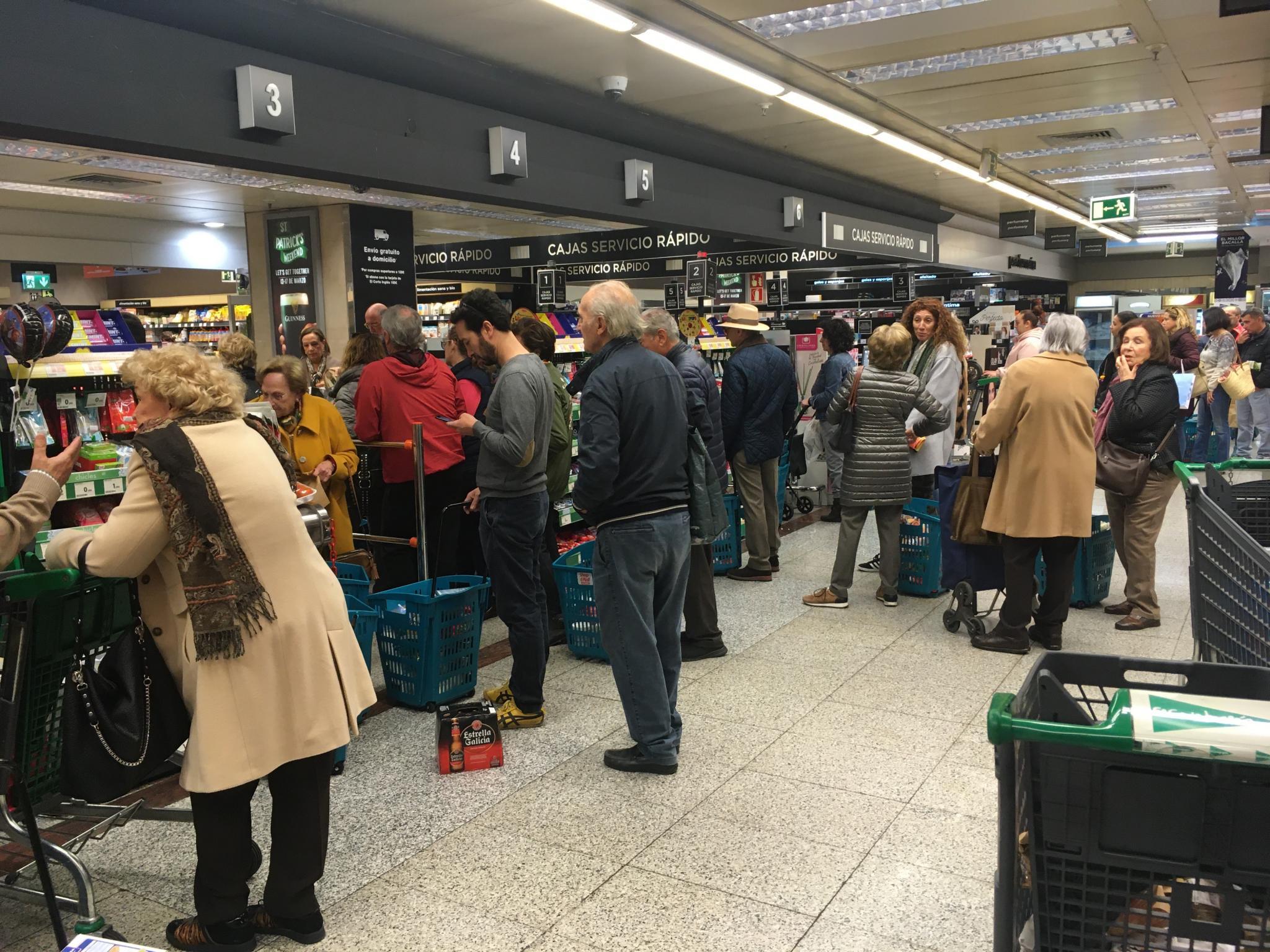 Supermarket queue, El Corte Inglés, Palma.