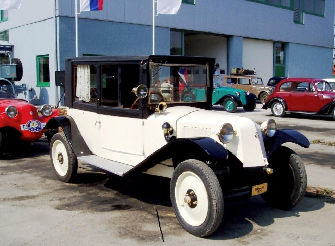 Tatra 11, the chassis was a forerunner of the Beetle and early Porsche.
