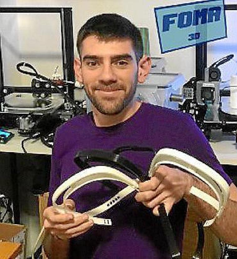 Majorcan volunteers making 3D respirators