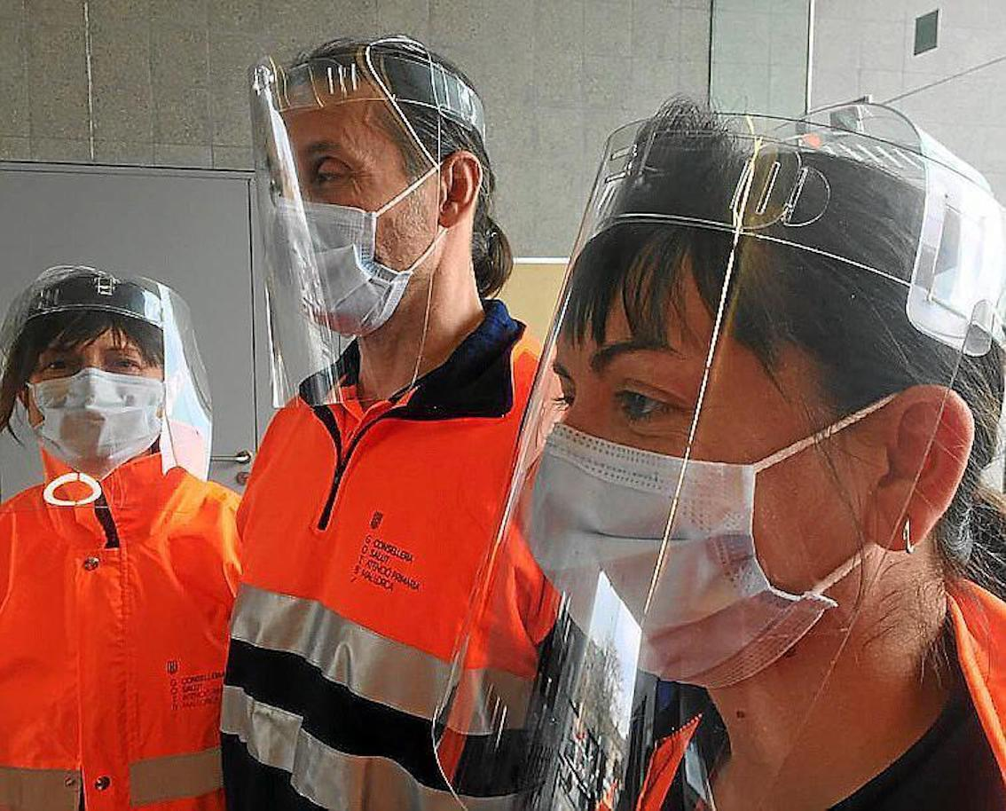Majorcan company making coronavirus masks in 2 minutes.