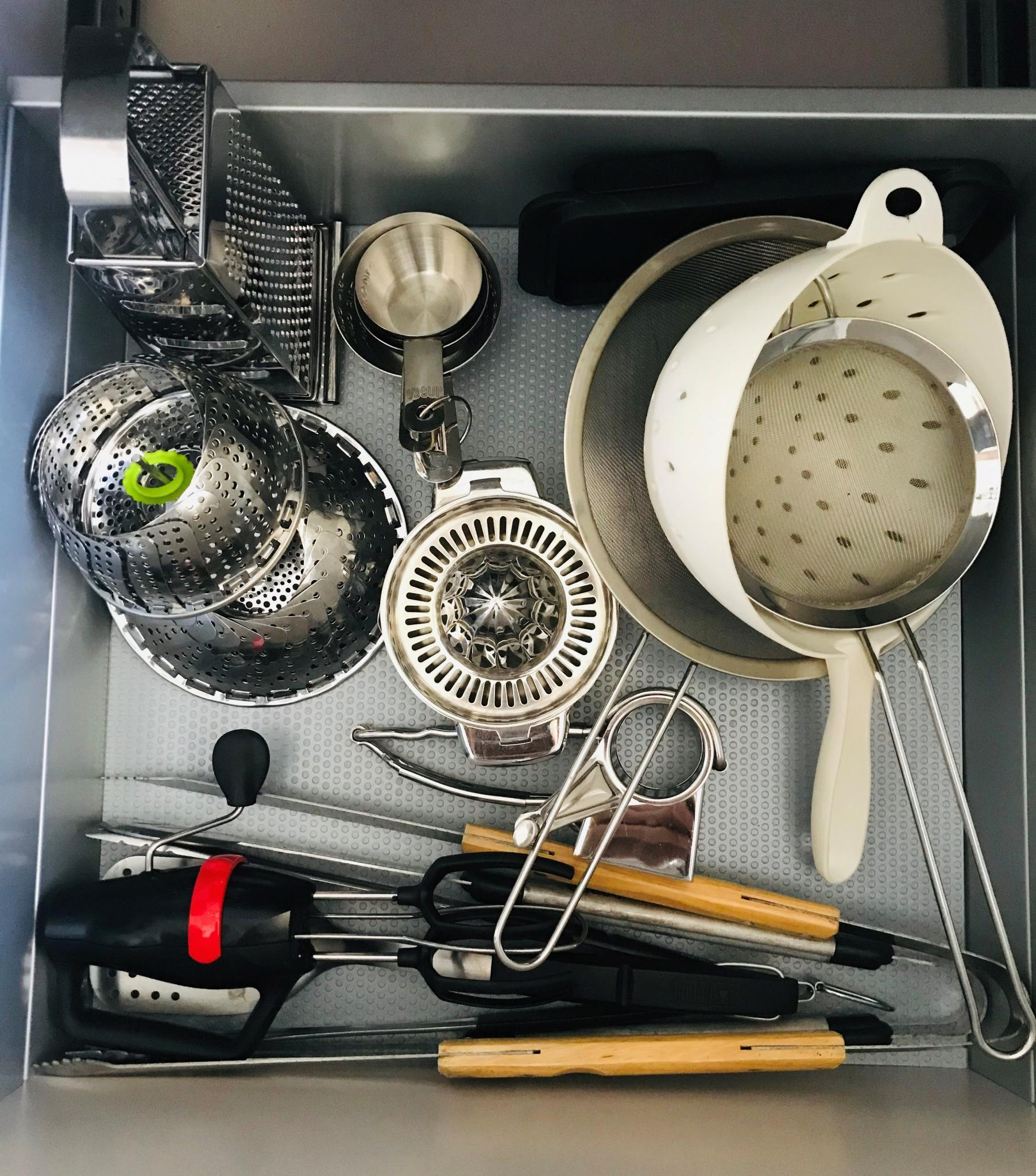 Cleaning those kitchen drawers