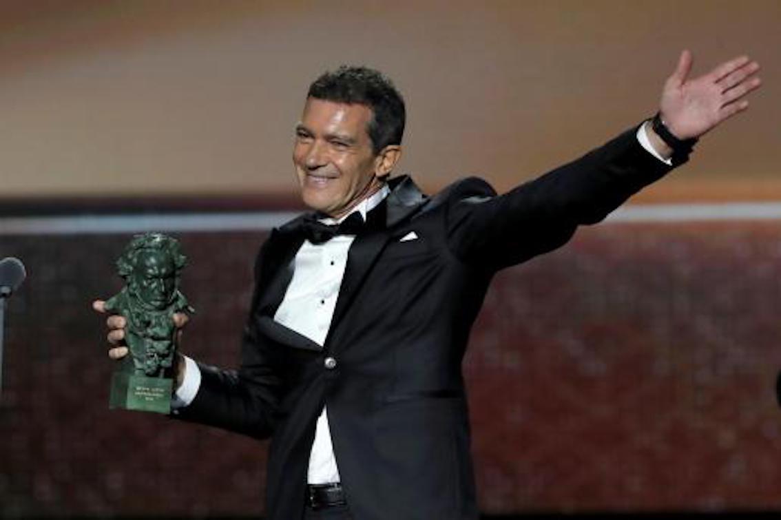 Antonio Banderas with Goya Award.