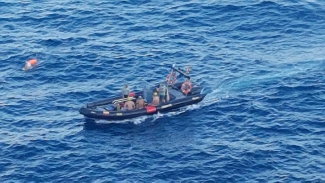 Emergency Services search for missing diver in Calvia.