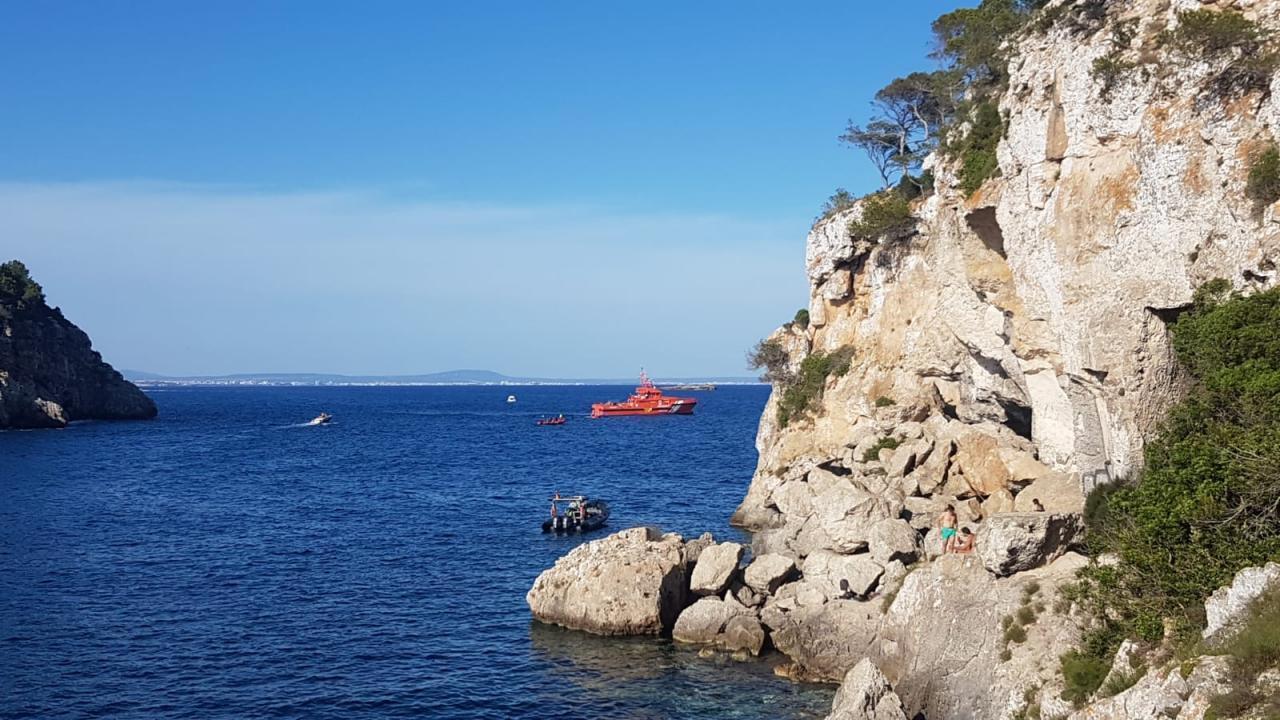 GEAS & Salvamento Marítimo join search for missing diver in Calvia.
