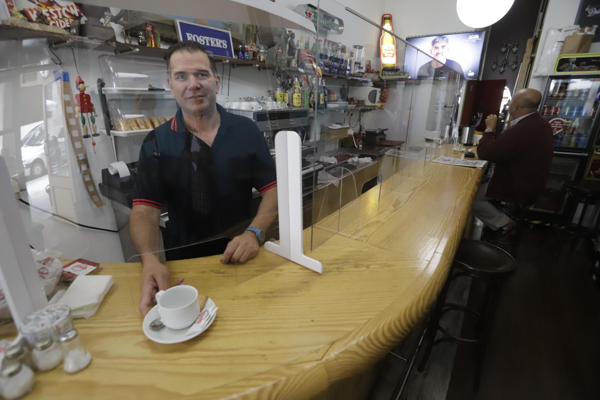 A waiter serving a coffee