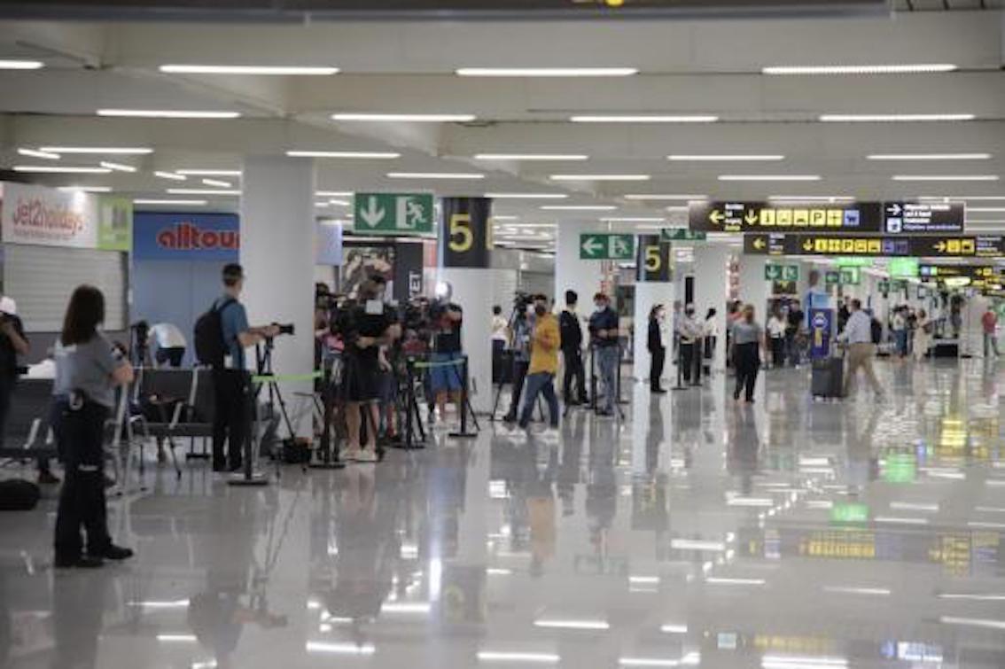 Press waiting for German tourists at Palma Airport.