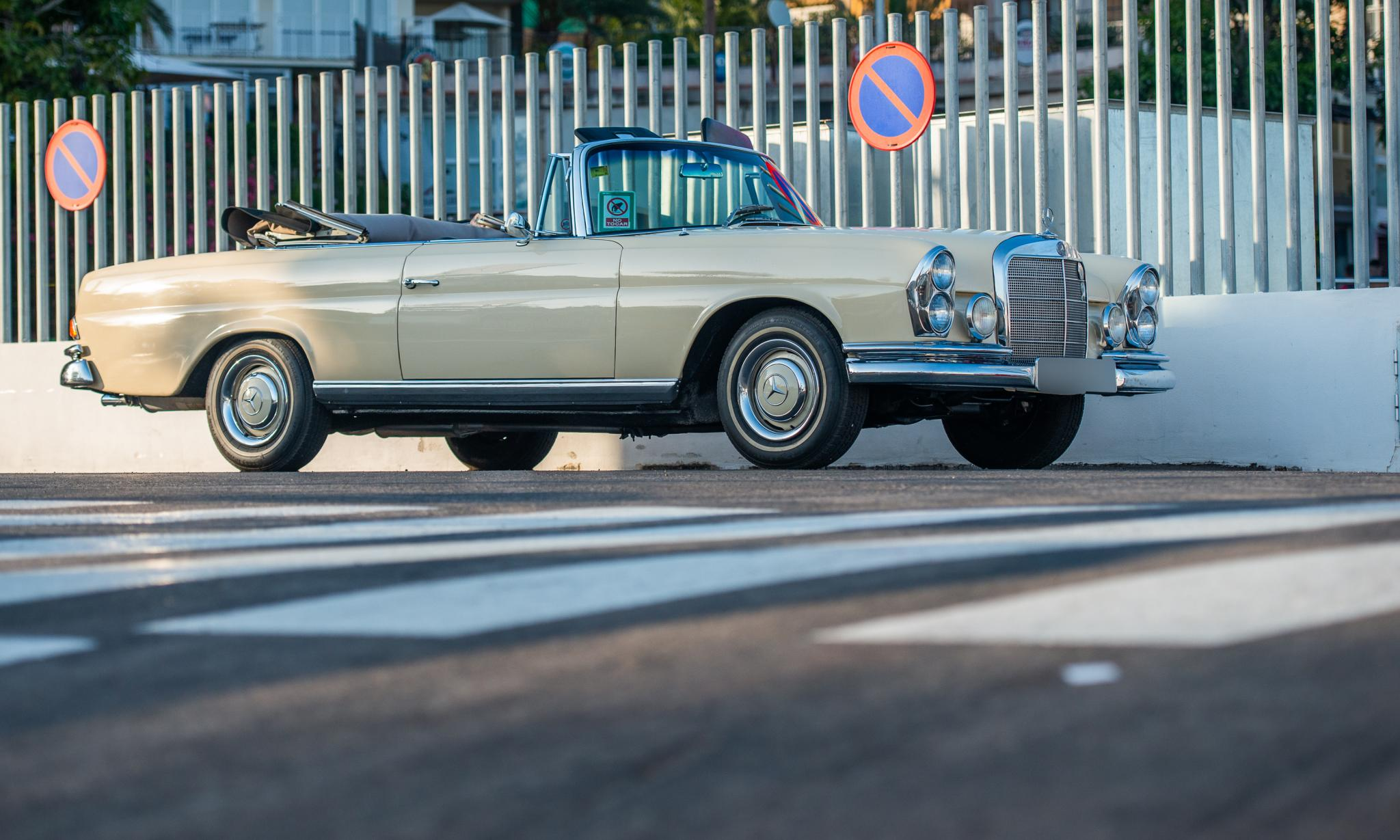Lovely open air '60s Mercedes.