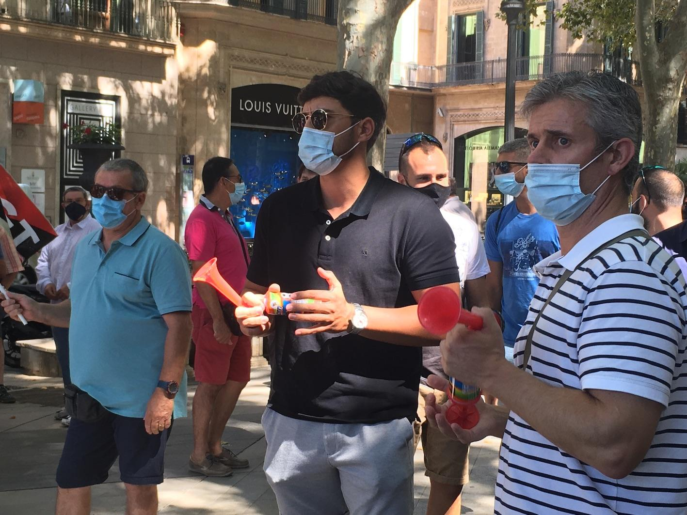 Club and disco employees stage a demonstration in Palma.