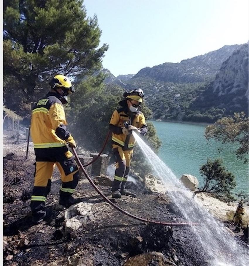 Firefighters near the Gorg Blau reservoir in Majorca.