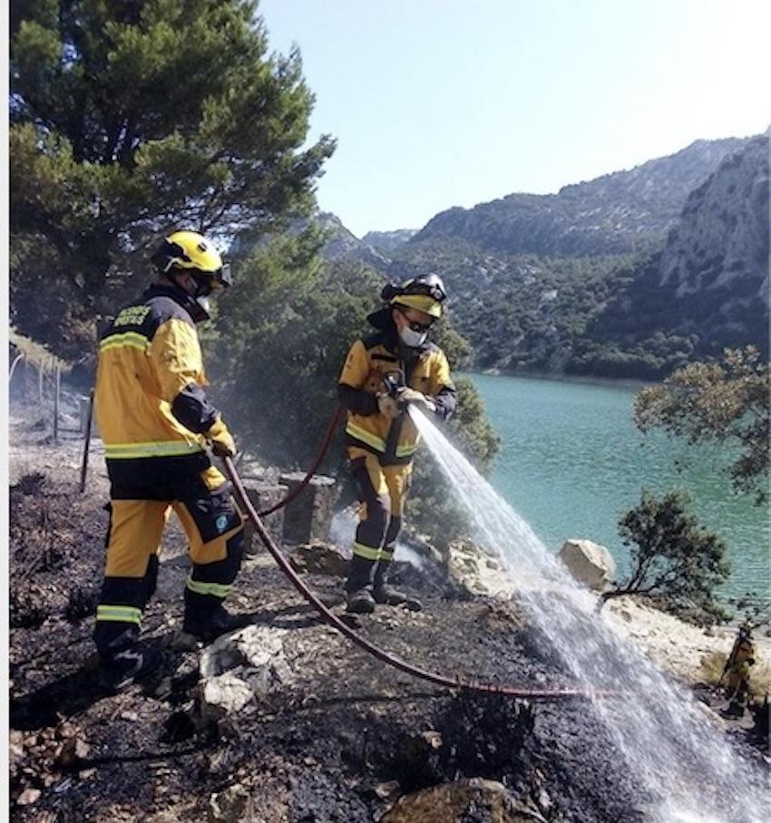 Firefighters near the Gorg Blau reservoir in Majorca.