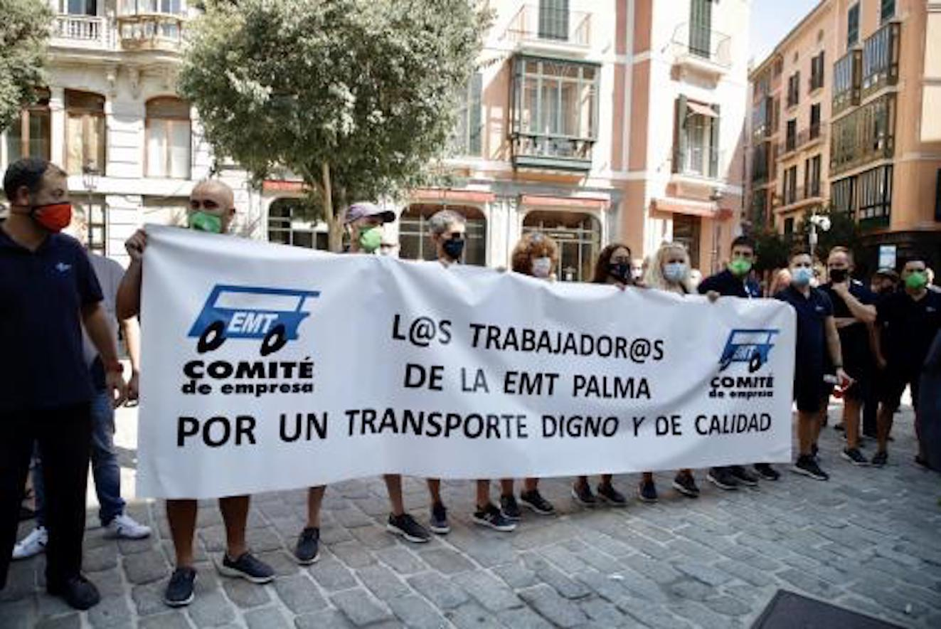 EMT workers protest outside Palma City Council.