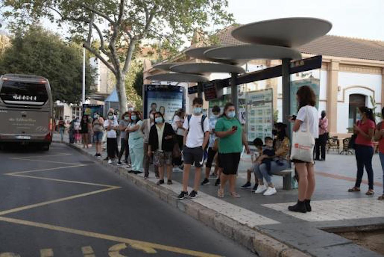 Passengers waiting for buses in Palma.
