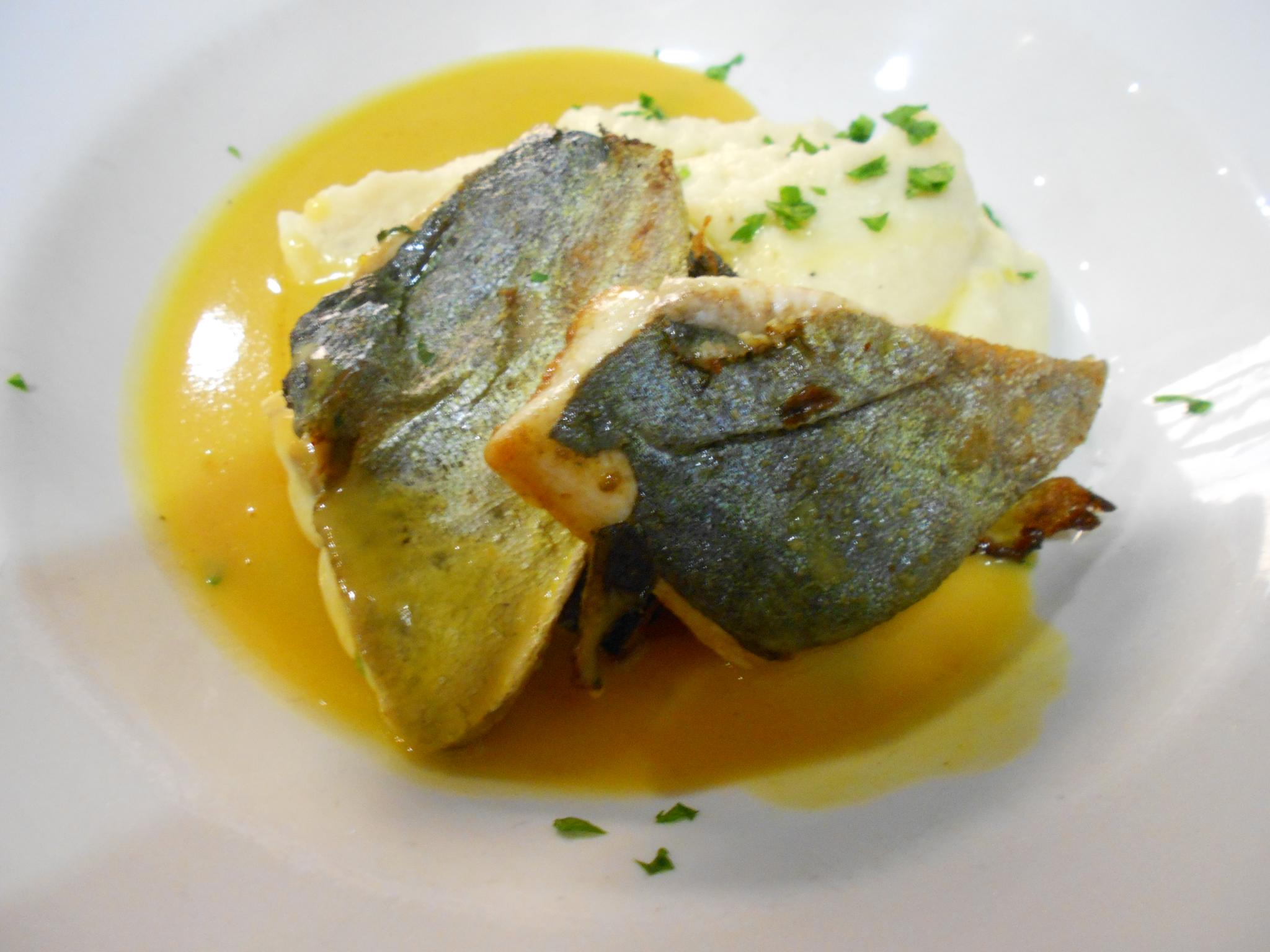 The llampuga fillets with orange sauce