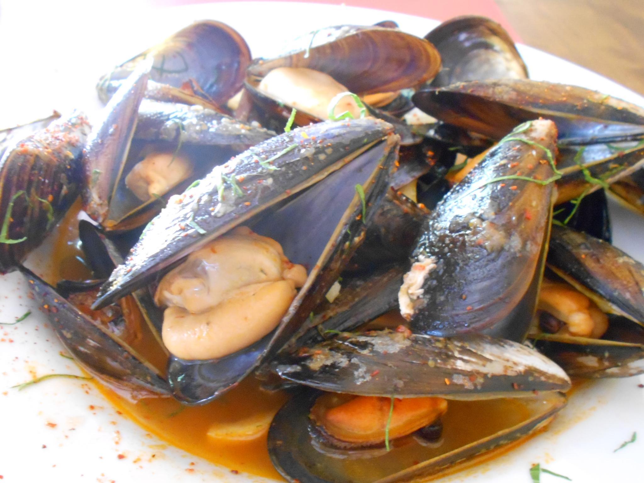 The mussels in txakoli white wine were delicious