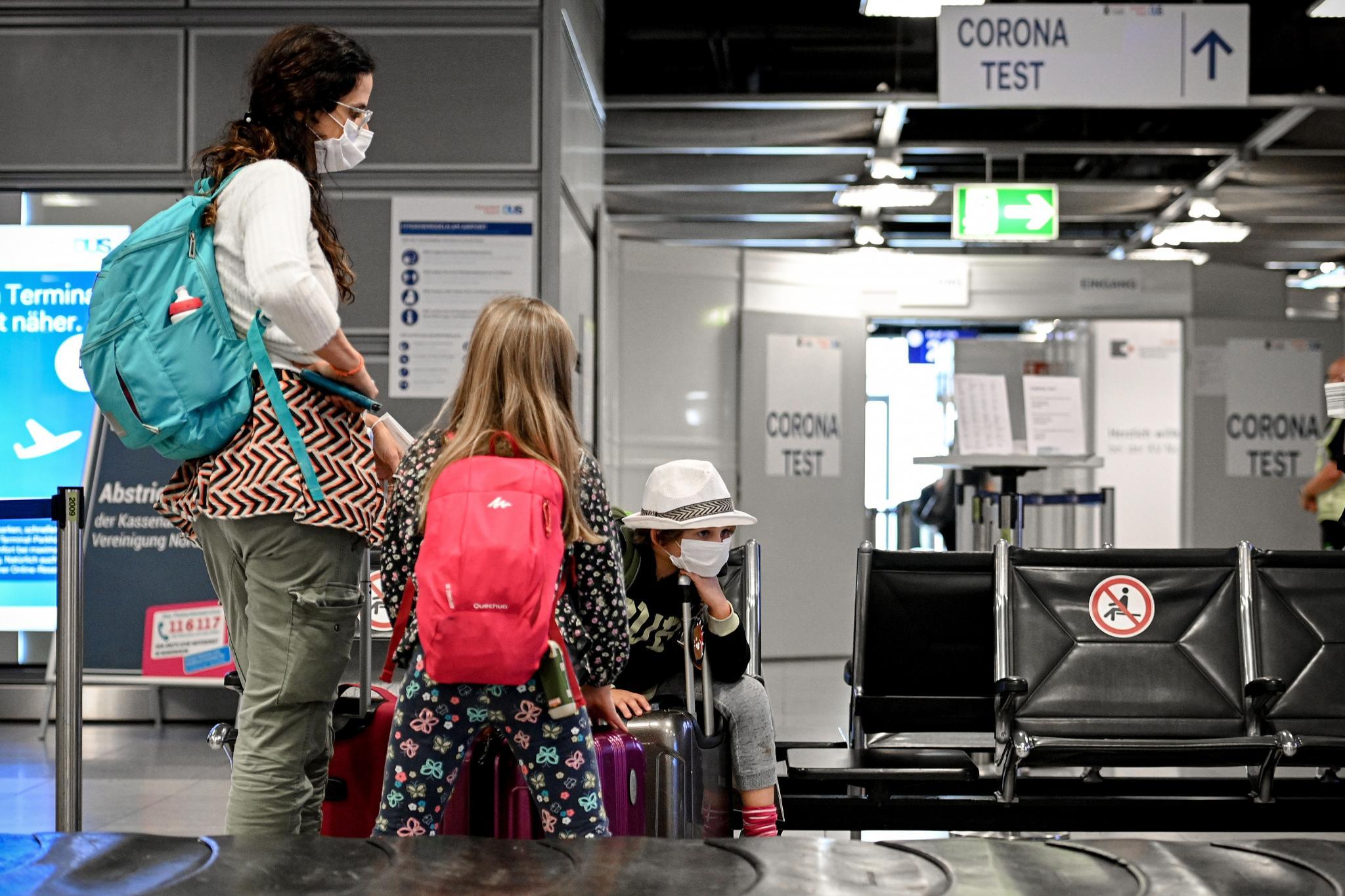 Test obligatorios para los viajeros que vuelvan de zonas de riesgo.
