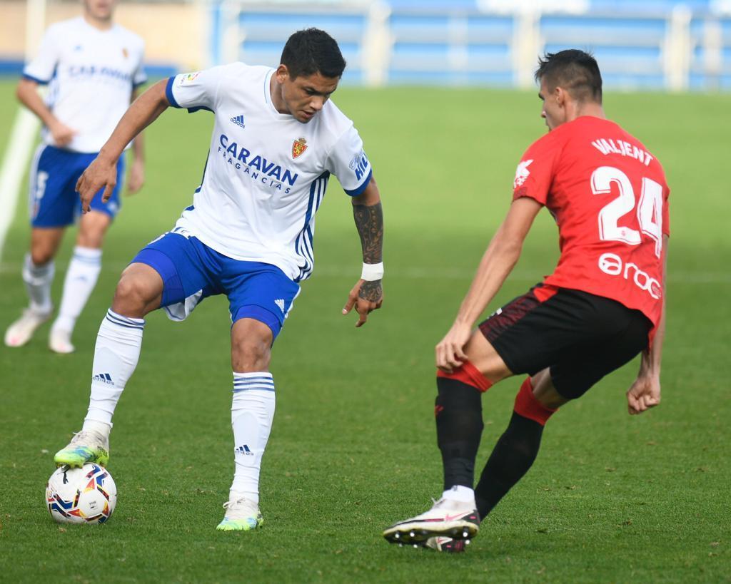 Valjent of Real Mallorca defending against Real Zaragoza