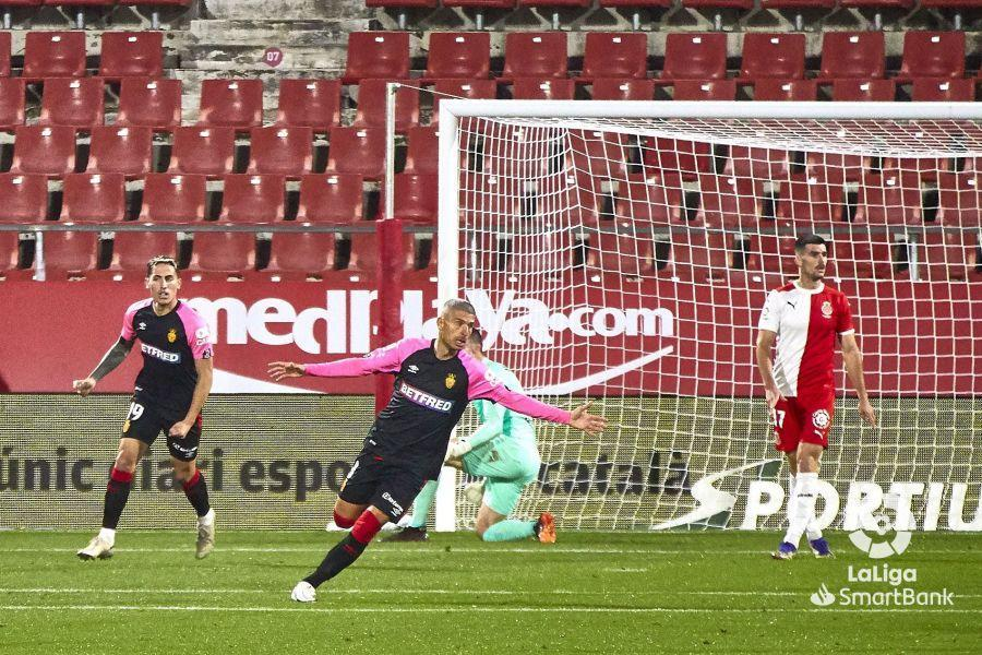 Salva Sevilla of Real Mallorca scores against Girona