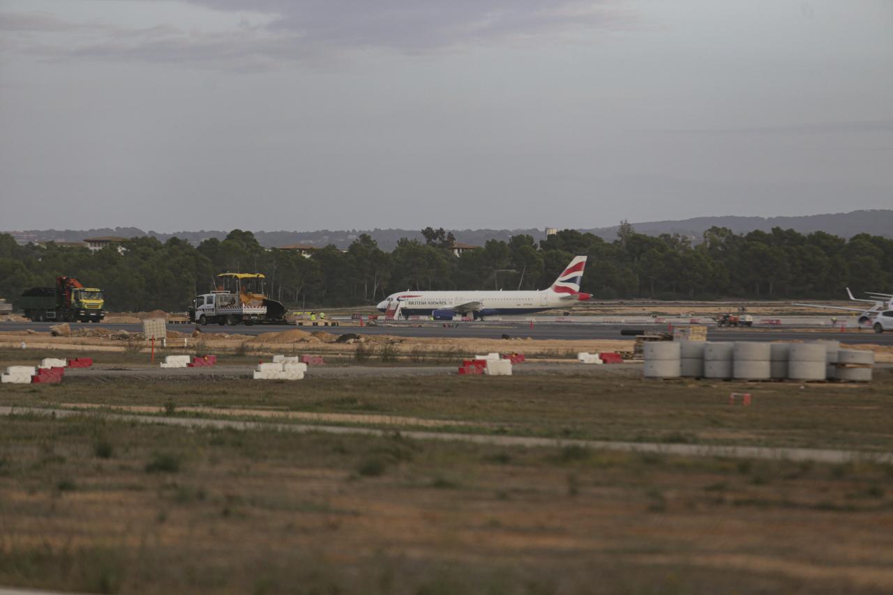 Palma aviones de british en son san joan aeropuerto foto Mique