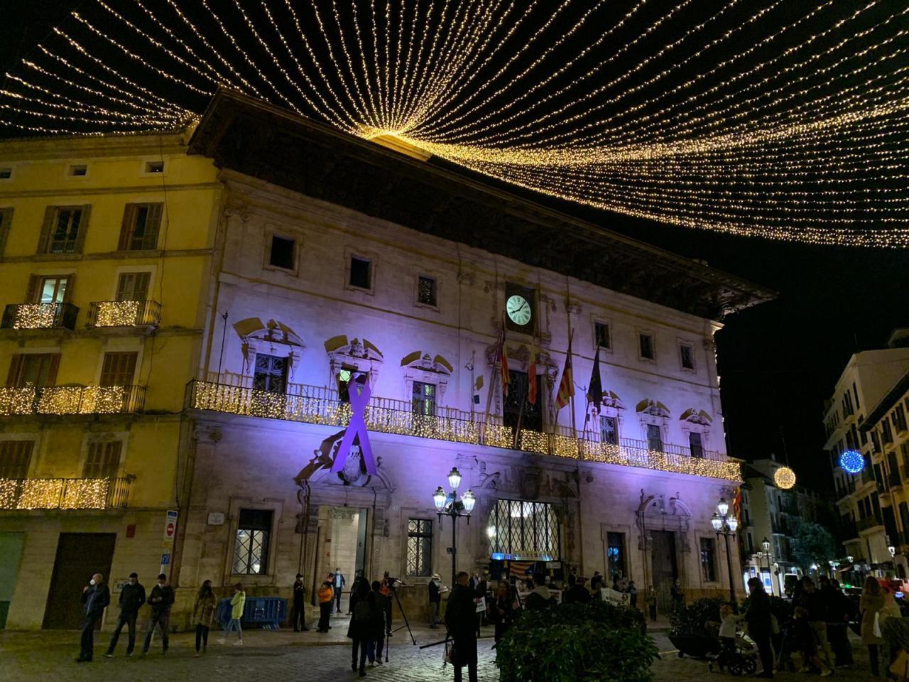 Las luces brillan en la Plaza Cort de Palma