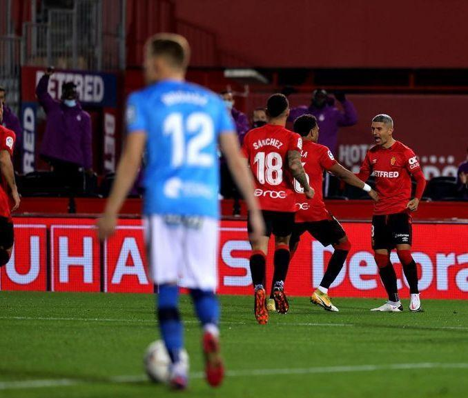 Salva Sevilla of Real Mallorca scores against Logroñés