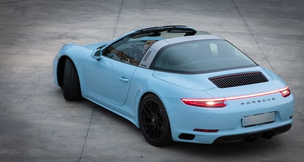 Unusual colour scheme for this Porsche 911 Targa