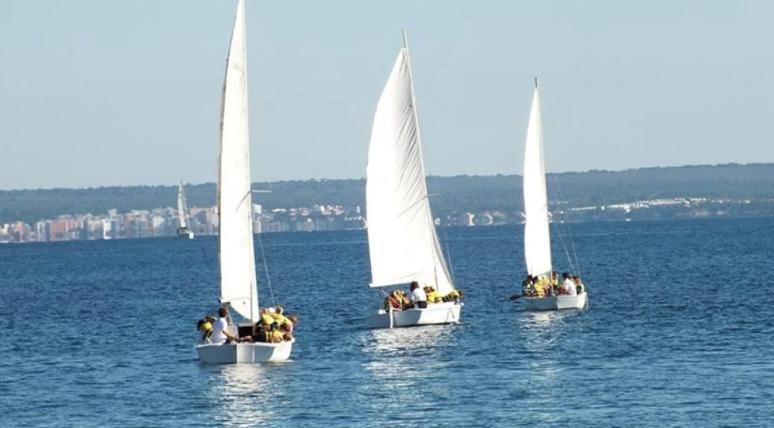 BIC students sailing
