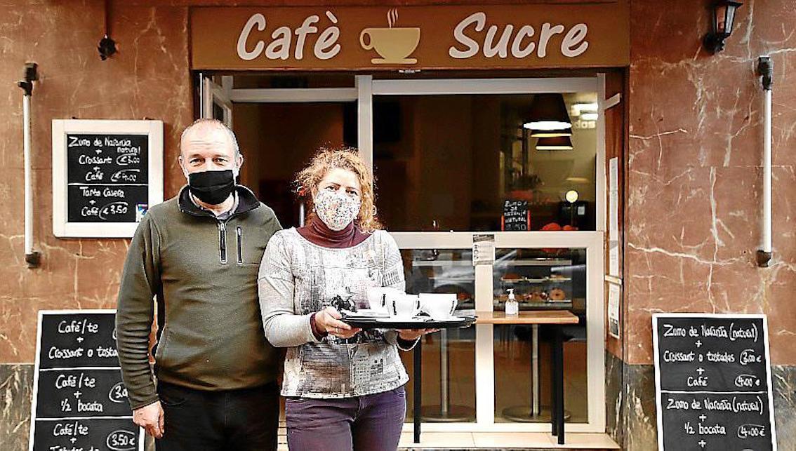 Desmon Murphy y Helena Abad en Cafè Sucre, Palma.