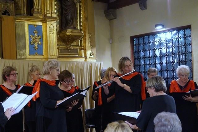 The georgie Insull singers perform at Christmas