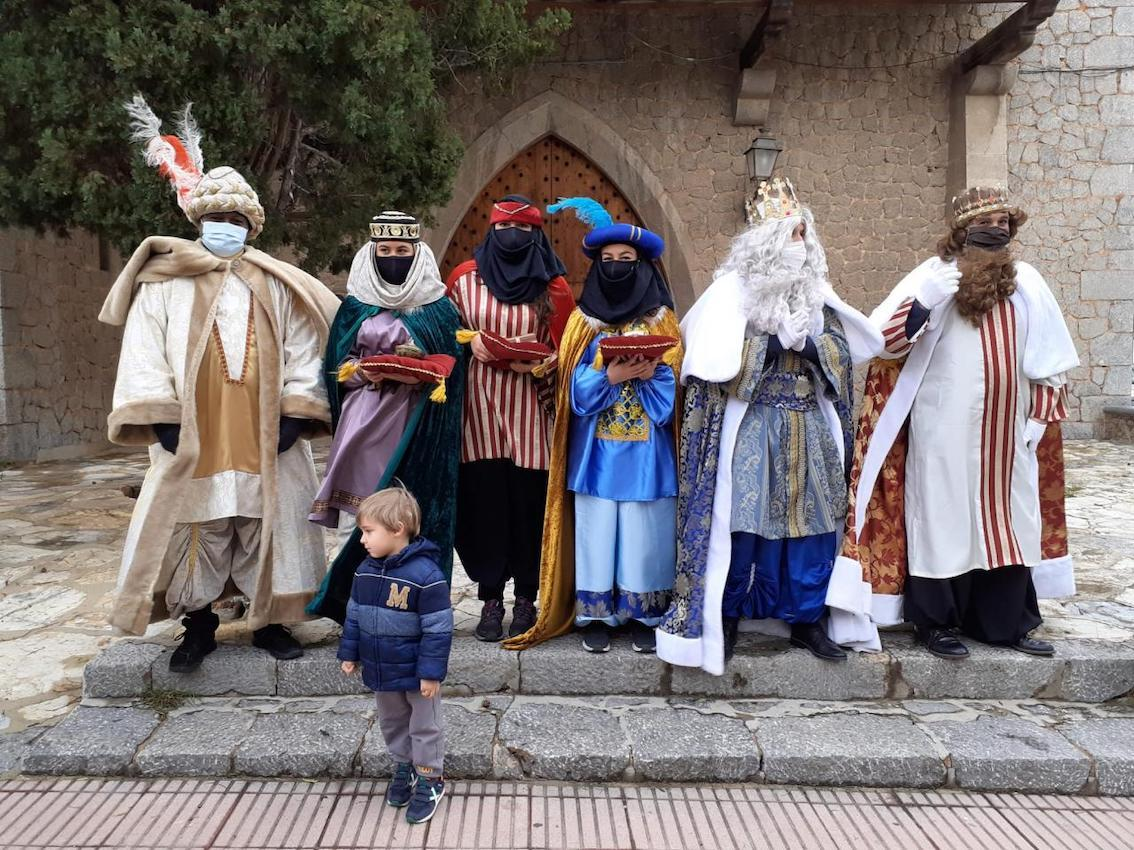 The Three Kings arriving in Puerto Soller.