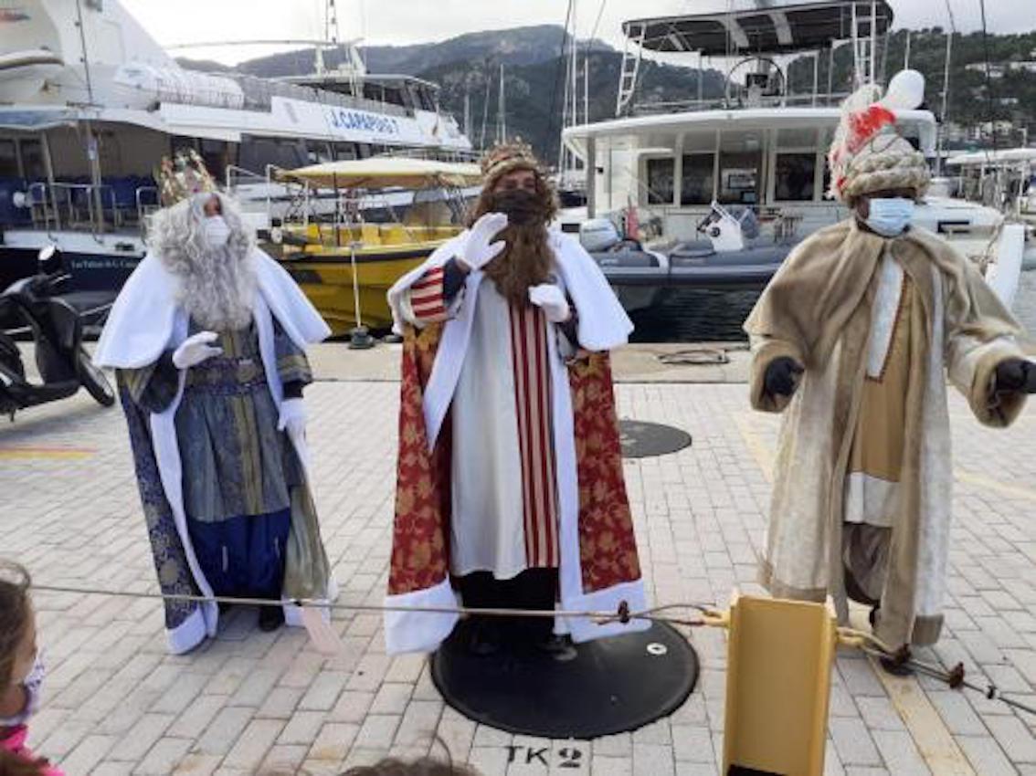 Three Kings arrive in Puerto Soller.