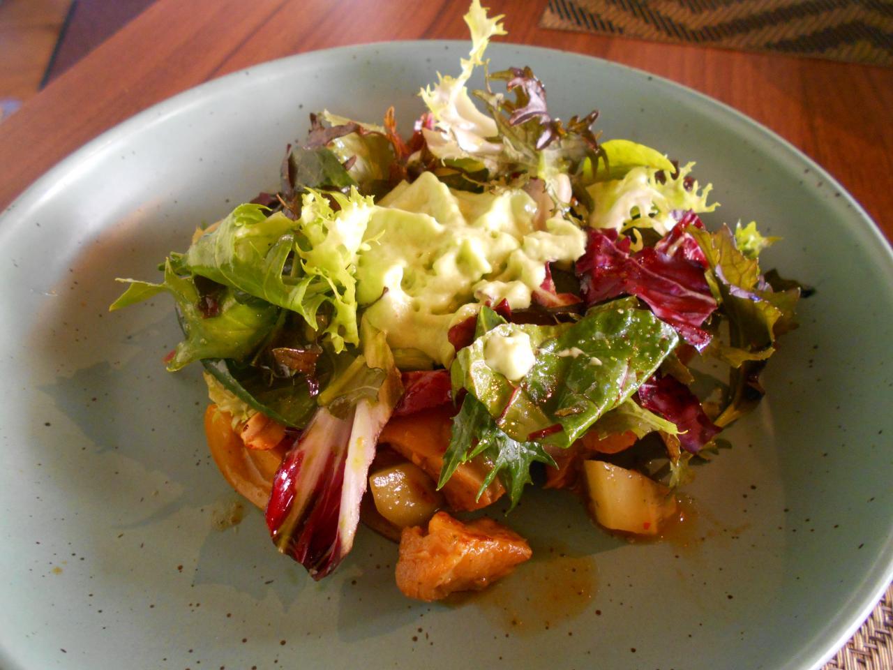 The stir-fried Thai chicken salad at Dmenú was worth a 10
