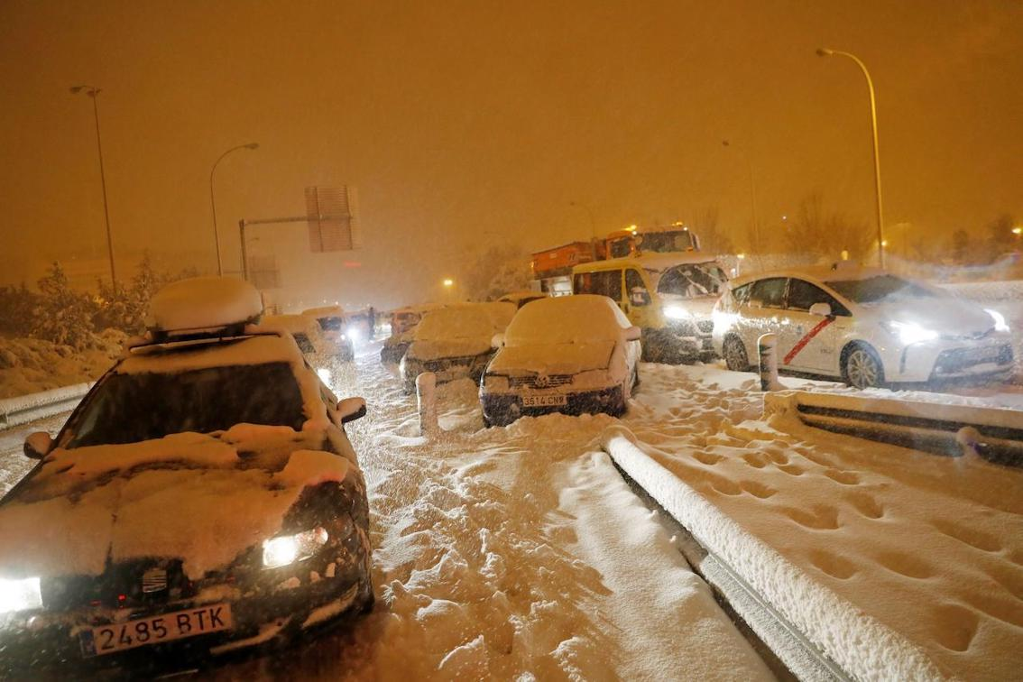 Cars stuck in snowdrifts in the Provinces.
