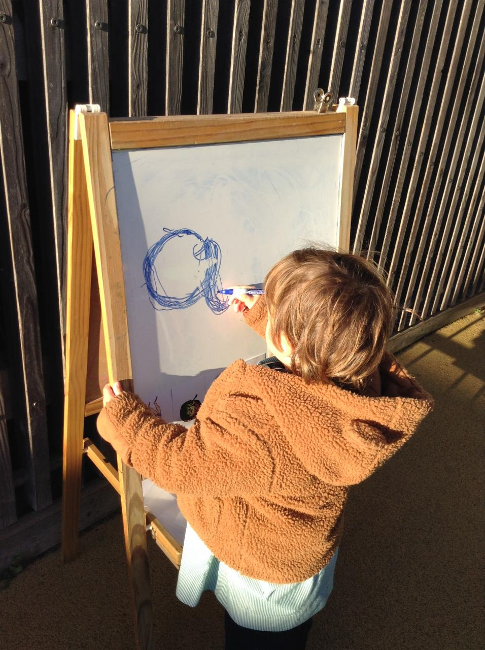 Queen's College children learn about winter