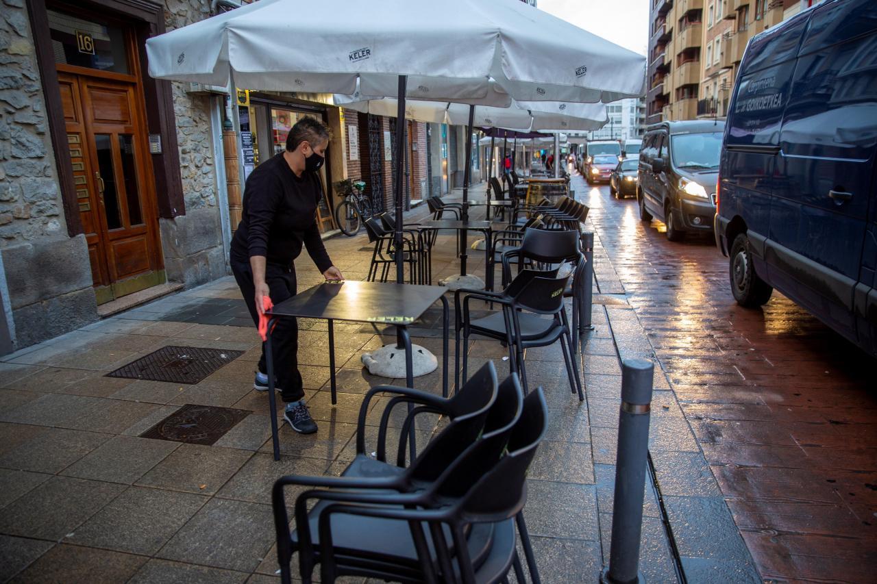 Los hosteleros vascos preparan sus establecimiento para la reapertura