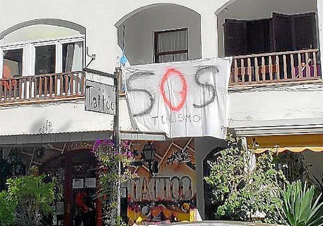 SOS Turismo banner, Mallorca.