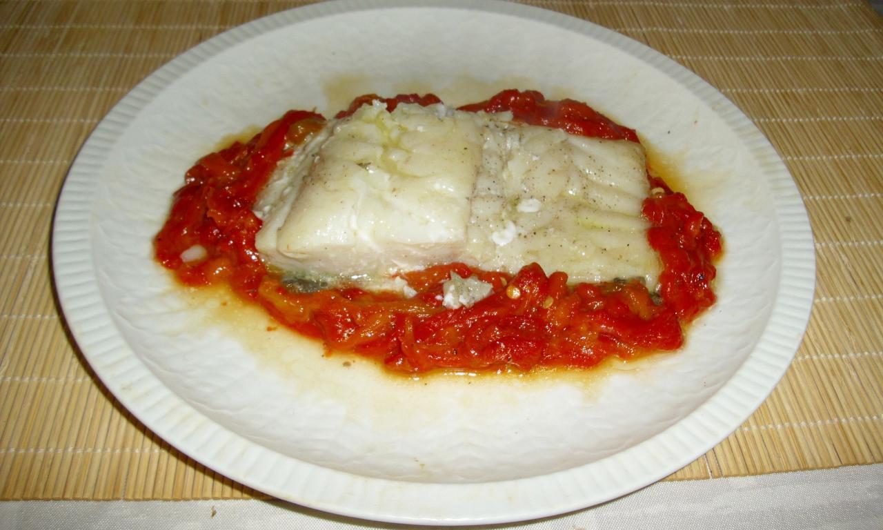 Bacalao with fresh tomato sauce